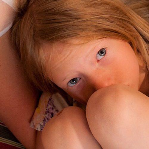 VivBon Nannies Våra Nannies är handplockade bland annat från barnomsorgen och ser till att barnen växer till smarta,kreativa, ambitiösa, kärleksfulla och respektfulla små människor.  Vi har valt att anställa erfarna kvinnor varav de flesta har egna barnsamt varav några har barnbarn. En trygg och vårdande miljö är a och o i Nannyns arbete och de bidrar genuint till barnens välbefinnande, lycka, pedagogiska och sociala utveckling.  För att tjänsten skall gagna barnen och er familj på bästa sätt är det viktigt att ni känner er trygga med att Nannyn kan kliva in till fullo och ta det ansvar ni lämnar över. VivBon placerar endast högkvalificerade Nannies med lång erkänd kunskap och erfarenhet av tidigare professionellt arbete med barn. Nannyn kommer att engagera sig i er familj vilket innebär att hon blir som en del av familjen – något som bygger hälsosamma och långsiktiga relationer med barnen på ett förstklassigt sätt.
