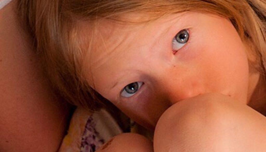 VivBon NanniesVåra Nannies är handplockade bland annat från barnomsorgen och ser till att barnen växer till smarta,kreativa, ambitiösa, kärleksfulla och respektfulla små människor.Vi har valt att anställa erfarna kvinnor varav de flesta har egna barnsamt varav några har barnbarn. En trygg och vårdande miljö är a och o i Nannyns arbete och de bidrar genuint till barnens välbefinnande, lycka, pedagogiska och sociala utveckling.För att tjänsten skall gagna barnen och er familj på bästa sätt är det viktigt att ni känner er trygga med att Nannyn kan kliva in till fullo och ta det ansvar ni lämnar över. VivBon placerar endast högkvalificerade Nannies med lång erkänd kunskap och erfarenhet av tidigare professionellt arbete med barn. Nannyn kommer att engagera sig i er familj vilket innebär att hon blir som en del av familjen – något som bygger hälsosamma och långsiktiga relationer med barnen på ett förstklassigt sätt.