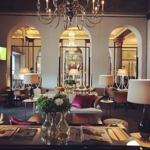 VivBon önskar en trevlig kväll ifrån Grand Hotel. VivBon betyder det goda livet. Lyx för hela familjen, gammal som ung.