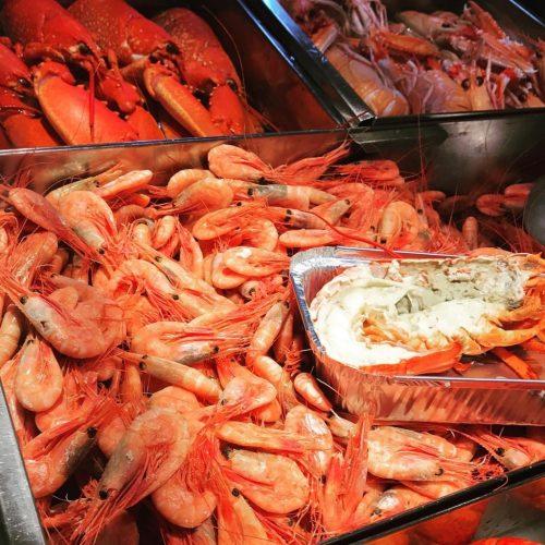 """Skaldjur på fredag! VivBon betyder """"Det goda livet"""" för hela familjen. Seafood on Friday! VivBon means """"The good life"""" for the whole family. @ostermalmshallen"""