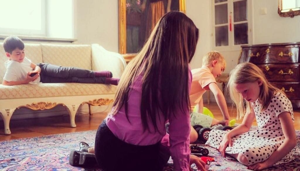 VivBon Nannies - VIP Nannies of Stockholm (English text below) Vi har valt att anställa erfarna kvinnor varav de flesta har egna barn samt varav några har barnbarn. En trygg och vårdande miljö är a och o i Nannyns arbete och de bidrar genuint till barnens välbefinnande, lycka, pedagogiska och sociala utveckling.We have chosen to hire experienced women as nannies, most of them have their own children and some of them have grandchildren. A safe and caring environment is A to Z in the Nanny's daily work and they truly contribute to the well-being, happiness, educational and social development of children.Läs mer / Read more: https://vivbon.se/vivbon-nannies-premium-nannies-of-stockholm