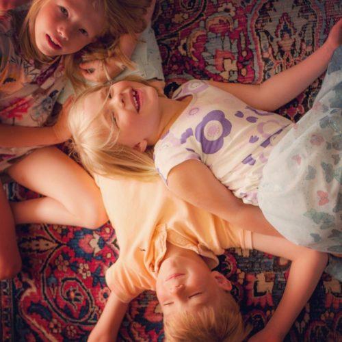 (English text below)VivBon Nannies erbjuder även nannies som pratar Engelska, Tyska, Ryska och Spanska.Boka nu på http://vivbon.se/nanniesVivBon Nannies offers English, German, Russian and Spanish speaking nannies.Book now at http://vivbon.se/nannies