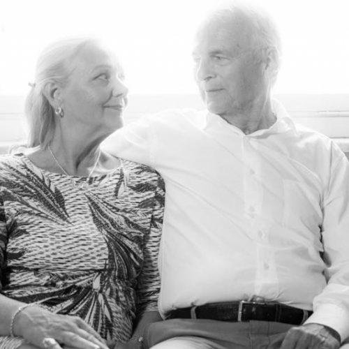 Därför skall du välja VivBon Senior Service (English text below)  Vi vet hur det är att arbeta med seniorer i deras privata hem och vi finns nära dig lokalt. Med mångårig erfarenhet av vård och omsorg hjälper vi stolta seniorer att leva lyckliga, aktiva och självständiga liv.  Upptäck vår förstklassiga Senior Service – för dig som önskar det lilla extra.  Vi skapar värde bortom att endast erbjuda en enkel tjänst. Genom att vara lyhörda, ingjuta förtroende och ge det lilla extra, jobbar vi för långa och trygga kundrelationer. Vi anpassar oss efter din livsstil och vardag – inte tvärtom. Hos oss tillägnas du en fast kontaktperson vilken du kontaktar när du behöver oss. Det är bara du som bestämmer vad som skall göras hos dig och vem som skall genomföra arbetet!  Läs mer: https://vivbon.se/darfor-skall-du-valja-vivbon-senior-service/  Why you should choose VivBon Senior Service  We know how to work with seniors in their private homes and we are based locally in Stockholm city center. We many years of experience in care and we help proud seniors to live happy, active and independent life.  Discover our Premium Senior Service - for those who want more than the ordinary.  We create value beyond just offering a simple service. We adapt to your lifestyle and everyday life - not the contrary.  Read more: https://vivbon.se/darfor-skall-du-valja-vivbon-senior-service/